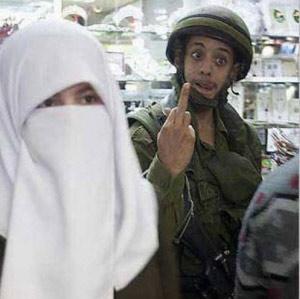 israelisoldiermuslimchick.jpg