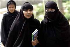 muslimwomeninhijabssmaller.jpg